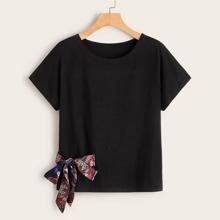 Camiseta con cordon delantero de cuello redondo