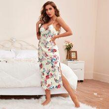 Nachtkleid mit Blumen Muster und seitlichem Schlitz