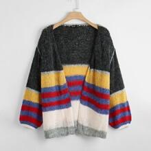 Mantel mit sehr tief angesetzter Schulterpartie und Farbblock