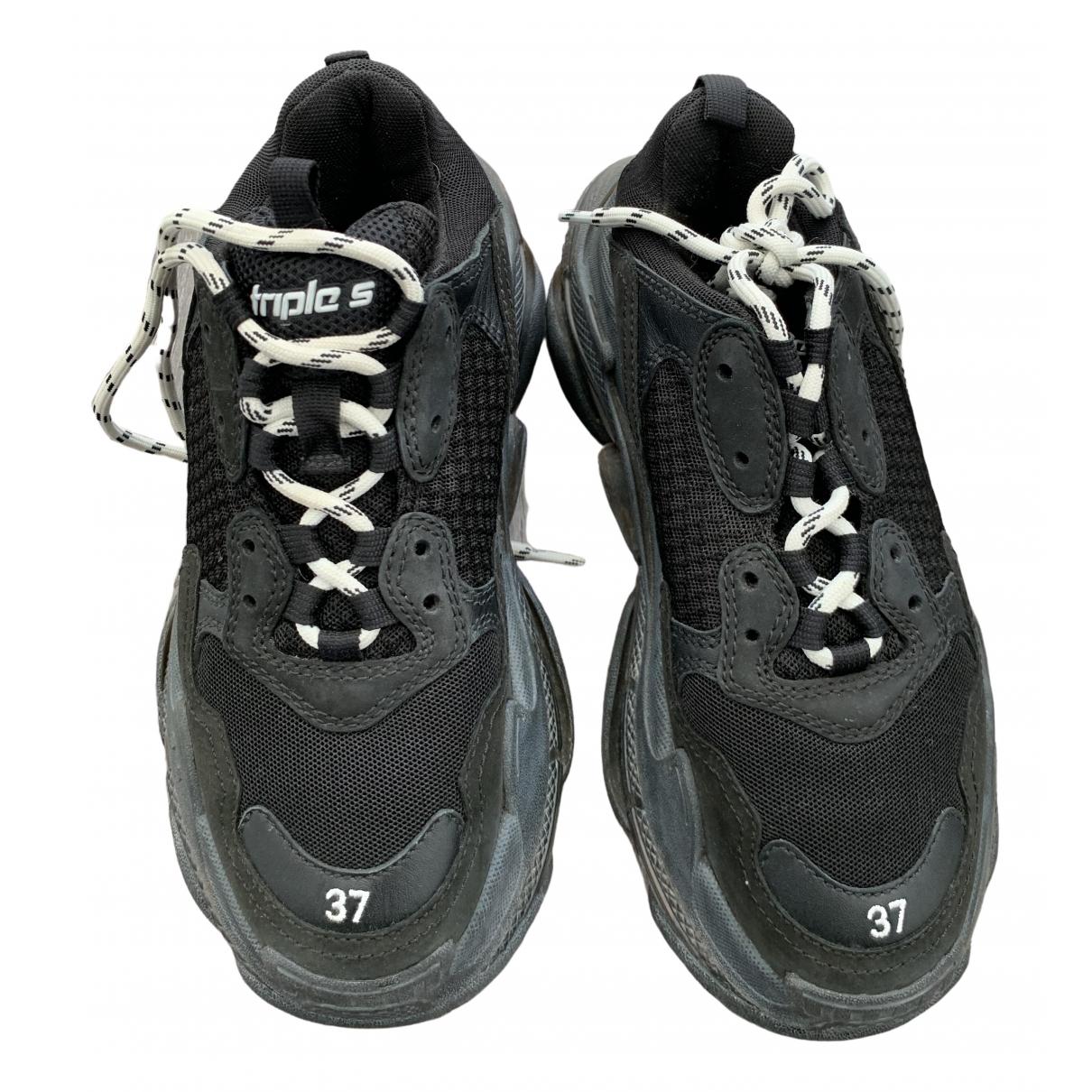Balenciaga Triple S Sneakers in  Schwarz Veloursleder