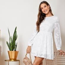 Jacquard Kleid mit Laternenaermeln und Applikation