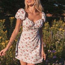 Kleid mit Herzen Kragen, Ruesche, Puffaermeln und Blumen Muster