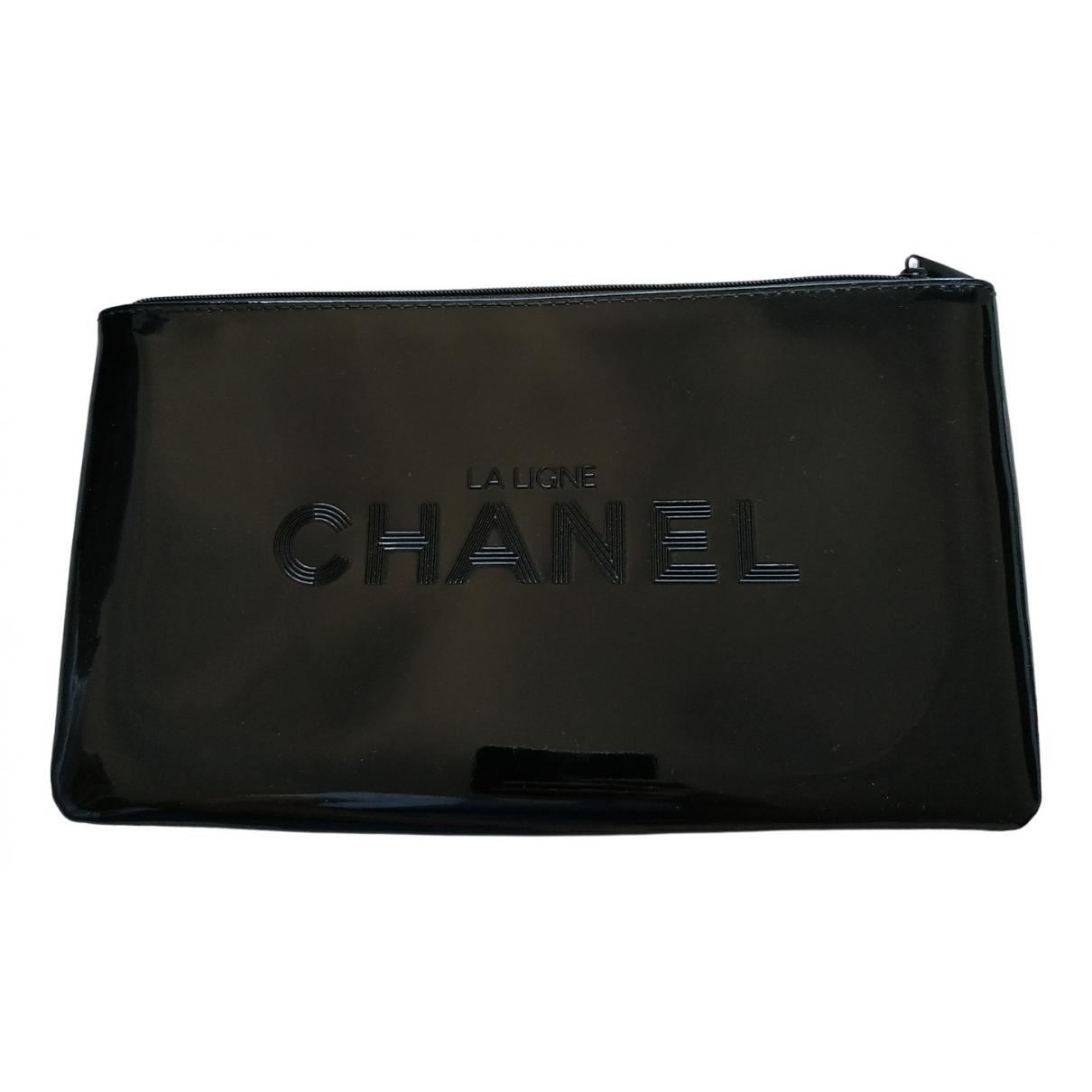 Chanel \N Reisetasche in  Schwarz Kunststoff