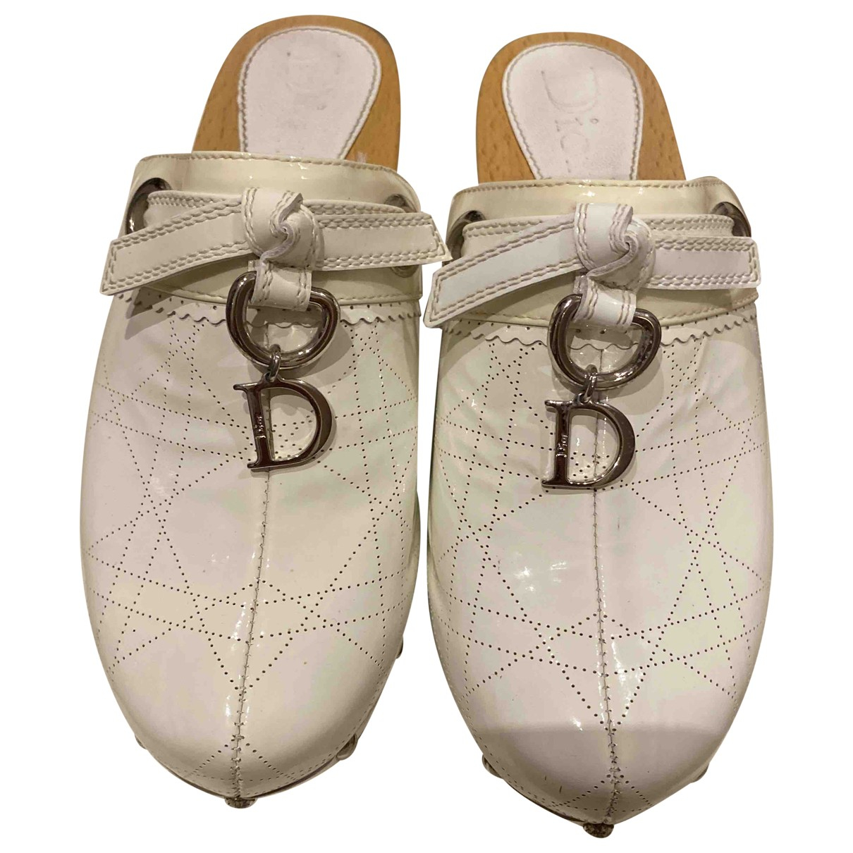 Dior \N Clogs in  Weiss Lackleder