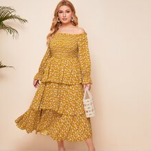 Schulterfreies Mehrschichtiges Kleid mit Schosschenaermeln und Bluemchen Muster