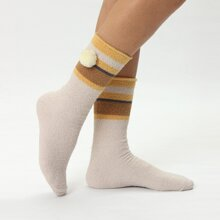 Socken mit Pompon Dekor
