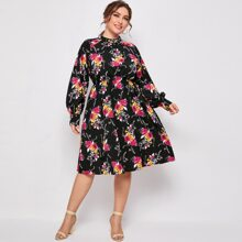 Kleid mit Blumen Muster und Stehkragen