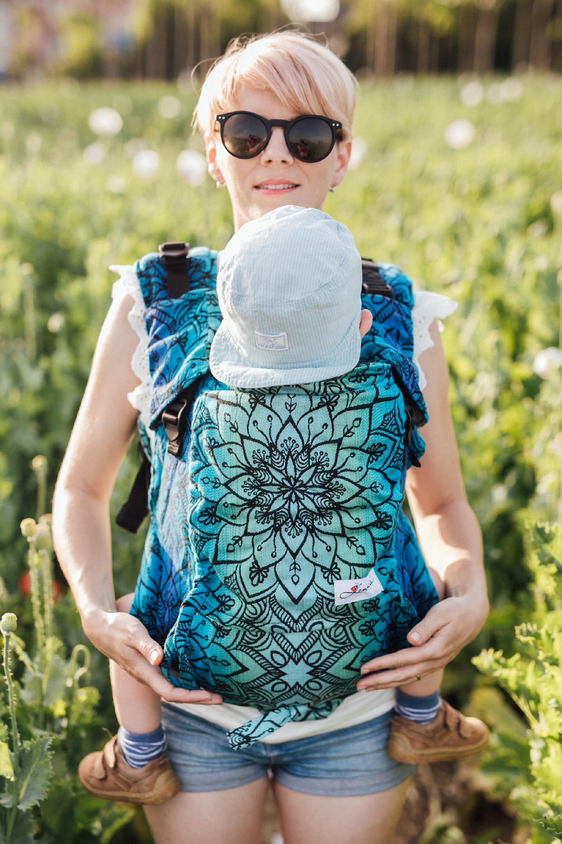 Babytrage Be Lenka 4ever - Mandala - Polartag breit mit der Moglichkeit der Uberquerung