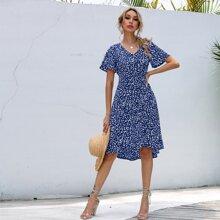 Kleid mit Knopfen und Bluemchen Muster