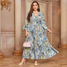 Kleid mit Blumen Muster, V-Ausschnitt vorn und Falten