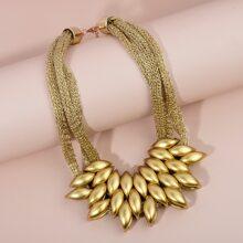 Halskette mit irregulaeren Perlen Dekor