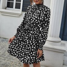 Kleid mit Rueschen am Kragen, Rueschen, Guertel und Dalmatiner Muster