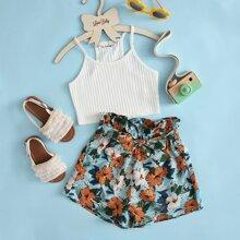 Conjunto top corto de tirantes tejido de canale con shorts florales con cinturon de cintura con volante