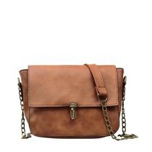Bolsa de hombro con solapa con diseño de hebilla