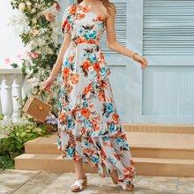 Vestido con estampado floral bajo fruncido de una manga con cordon