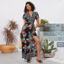 Kleid mit Schmetterlingaermeln, Blumen Muster, Wickel Design und Guertel