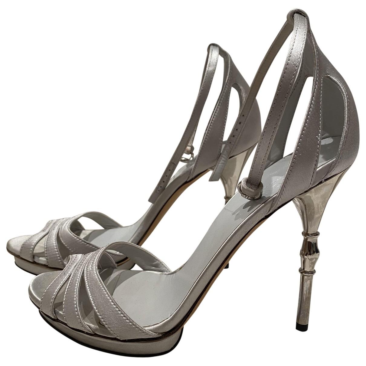 Gucci \N Sandalen in  Silber Leinen