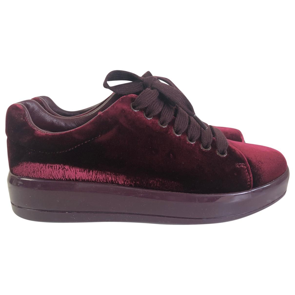 Prada \N Sneakers in  Bordeauxrot Samt