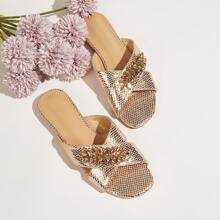 Sandalias con tira con piedra preciosa
