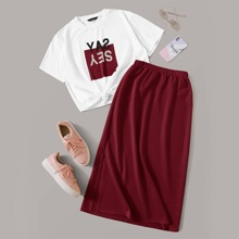 Conjunto camiseta con estampado de letra con falda de cintura elastica