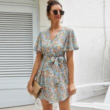 Kleid mit Flatterhuelse und Blumen Muster