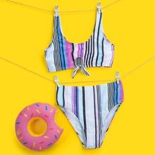 Bikini Badeanzug mit Streifen und Knoten vorn