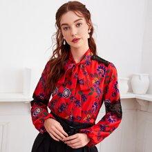 Bluse mit Blumen Muster, Halsband und Kontrast Spitze