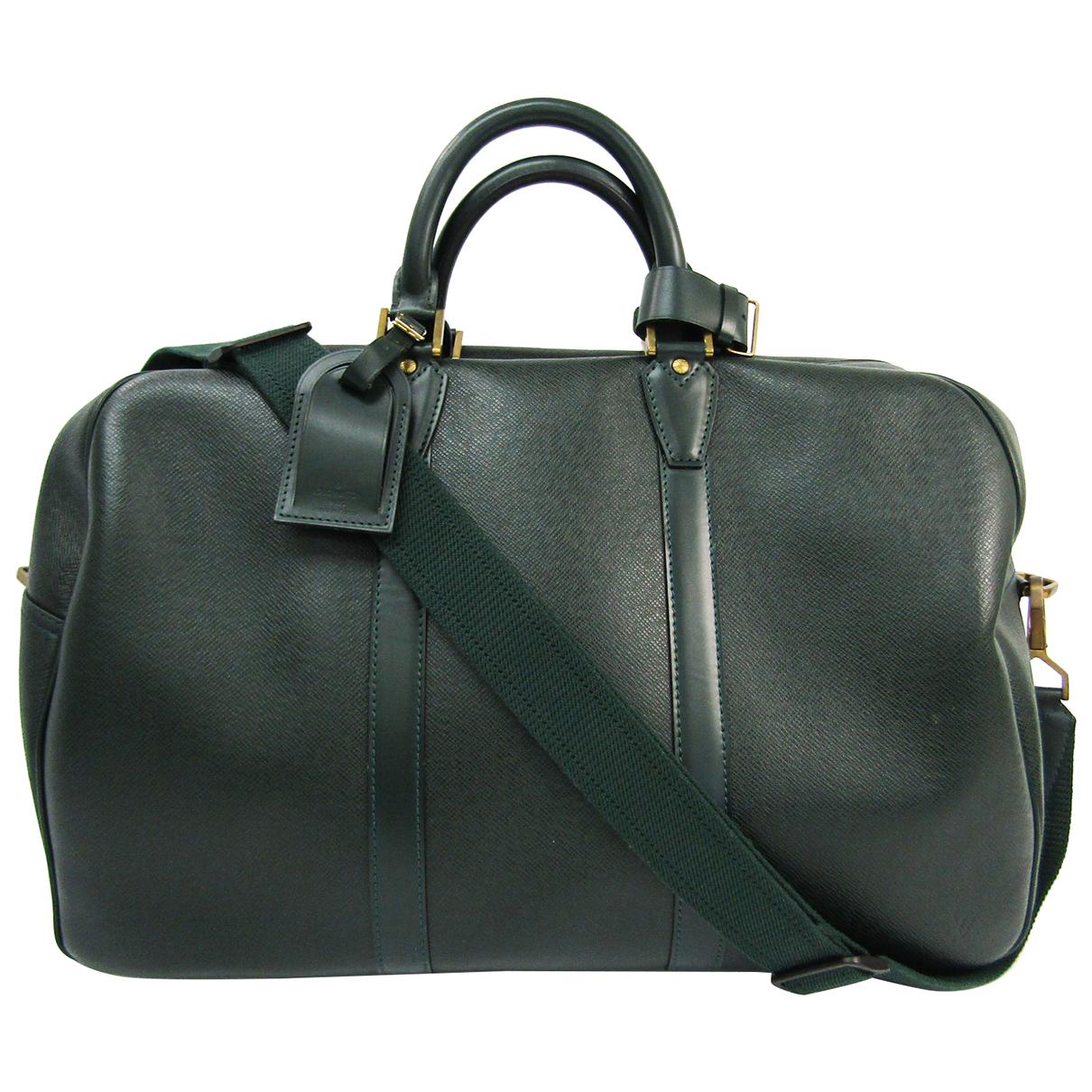 Louis Vuitton \N Reisetasche in  Gruen Leder