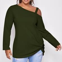 Einfarbiges T-Shirt mit asymmetrischem Kragen und Twist am Saum