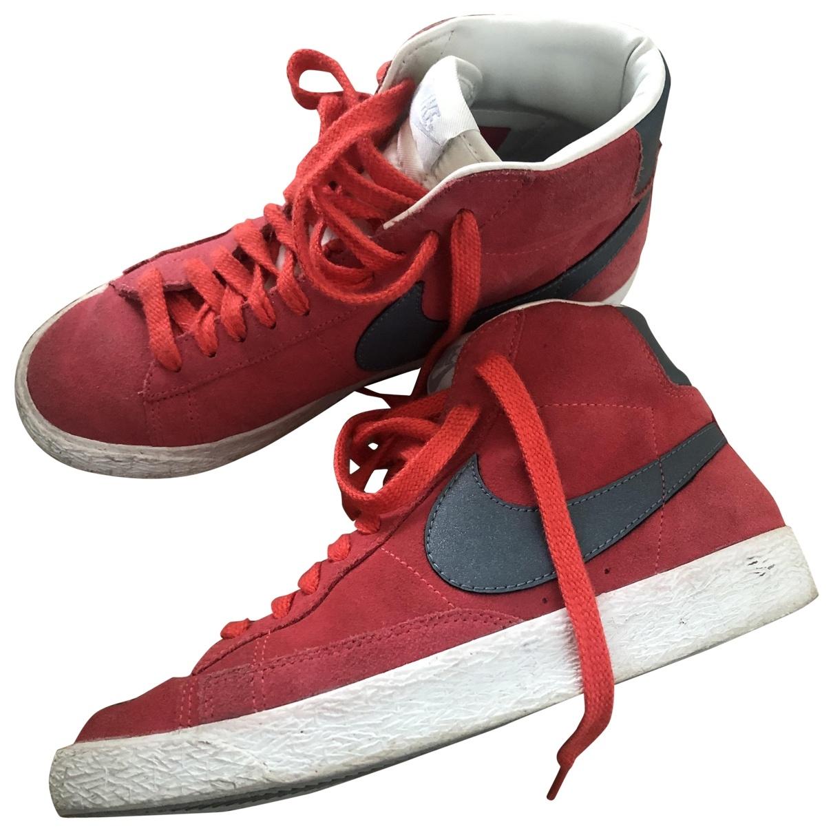 Nike Blazer Sneakers in  Rot Veloursleder