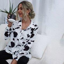 Camisa con estampado de vaca con bolsillo