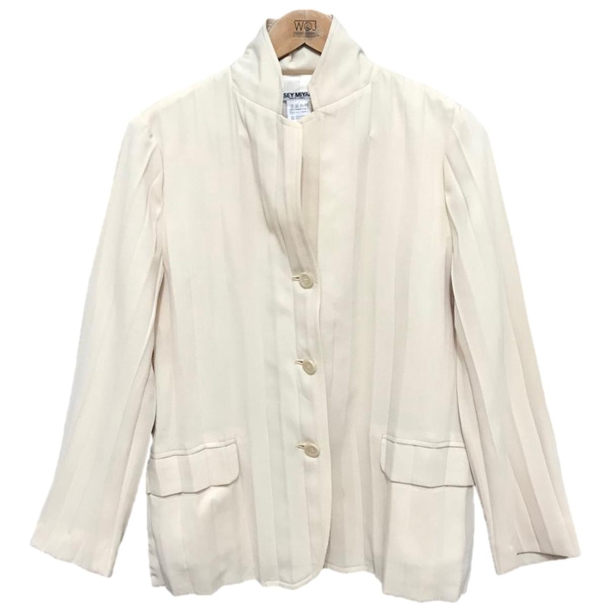 Issey Miyake \N Jacke in  Khaki Polyester