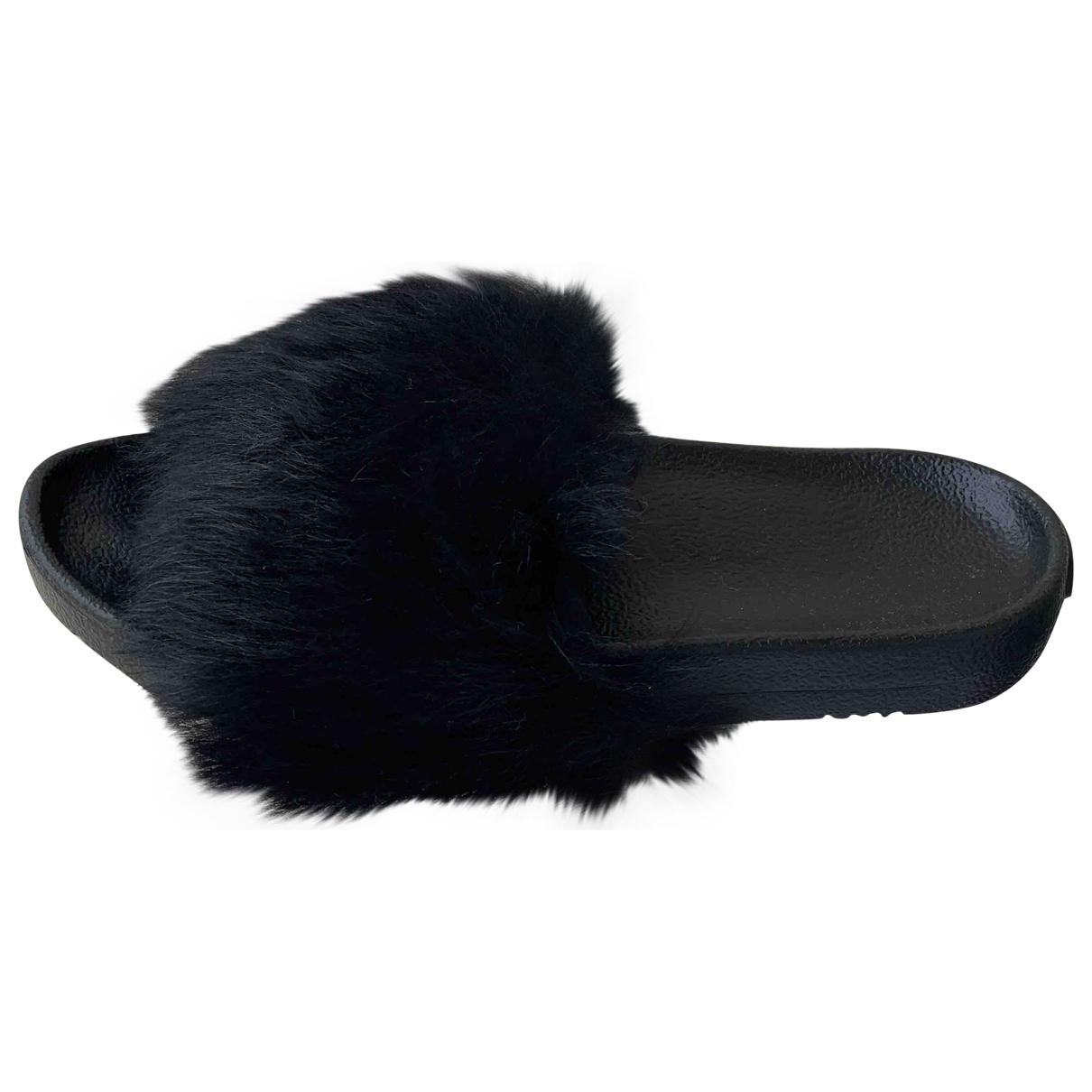 Ugg - Sandales   pour femme en fourrure - noir