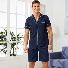 Maenner Schlafanzug Set mit Kontrast Paspel Saum