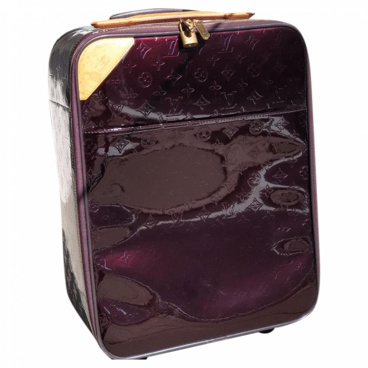 Louis Vuitton - Sac de voyage Pegase pour femme en cuir verni - bordeaux