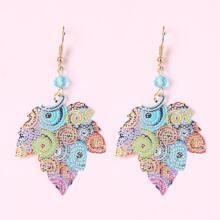 Ohrringe mit Lochern und Blatt Dekor