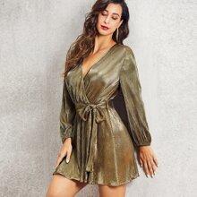 Kleid mit V Kragen, Falten und Guertel