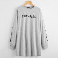 Sweatshirt Kleid mit Buchstaben & Feuer Muster und sehr tief angesetzter Schulterpartie