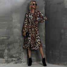 Hemdkleid mit Leopard Muster, Schlitz und Guertel