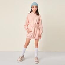 Kleid mit sehr tief angesetzter Schulterpartie, elastischer Taille und Kapuze