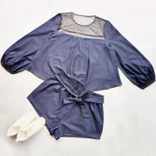 Denim Bluse mit Punkten Muster und Netzstoff & Shorts mit Guertel