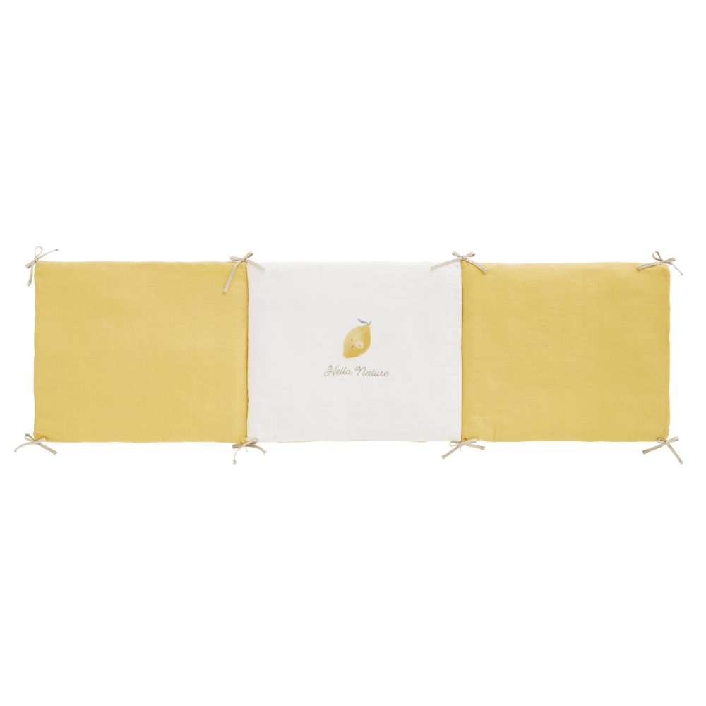 Babybett-Umrandung aus Baumwollgaze, gelb und weiss, mit Zitronen-Druckmuster
