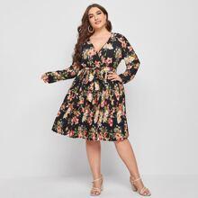 Kleid mit V Kragen, Blumen Muster und Guertel