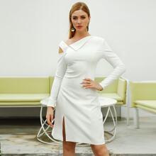 Double Crazy vestido bajo con abertura de cuello asimetrico unicolor