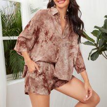 Top mit Batik und Knopfen vorn & Shorts mit schraegen Taschen Set