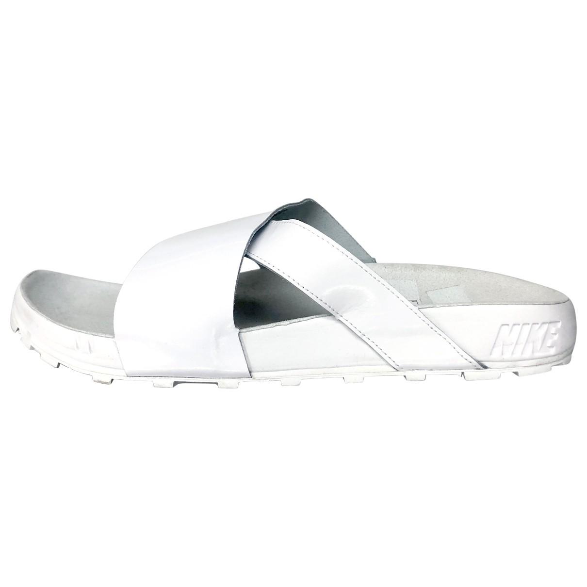 Sandalias romanas de Charol Nike