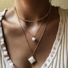 Halskette mit Geometrie Anhaenger