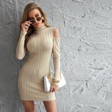 Einfarbiges schulterfreies figurbetontes Kleid