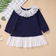 Vestido de bebe niña con bordado con ojal de color combinado