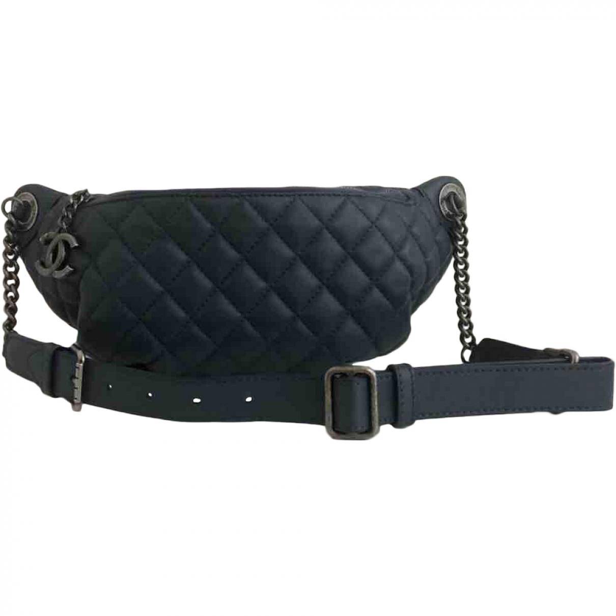 Chanel \N Clutch in  Marine Leder